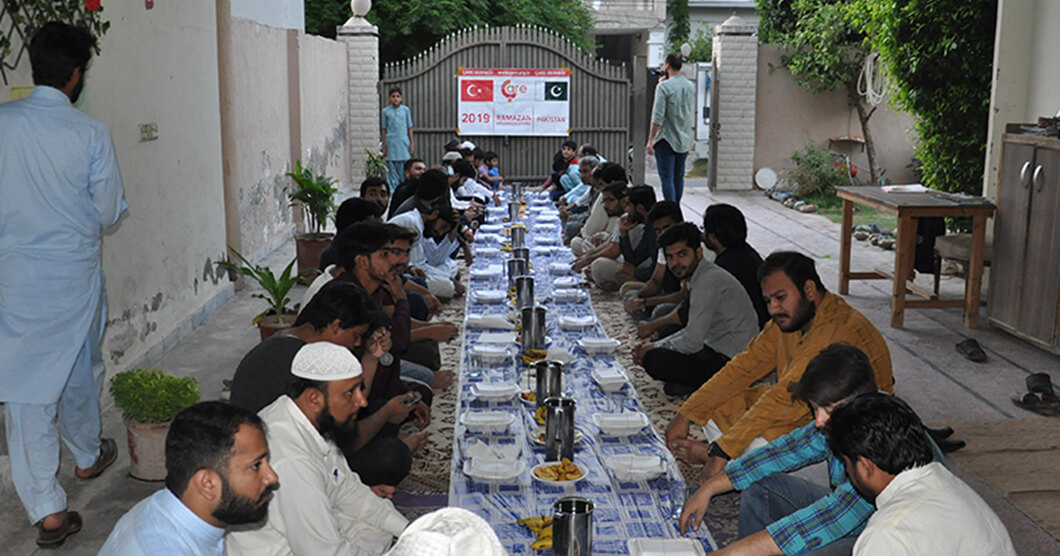 iftar Tables Established in Pakistan